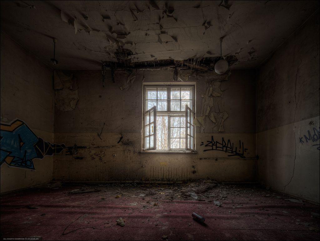 Dark empty room with window - Empty Room