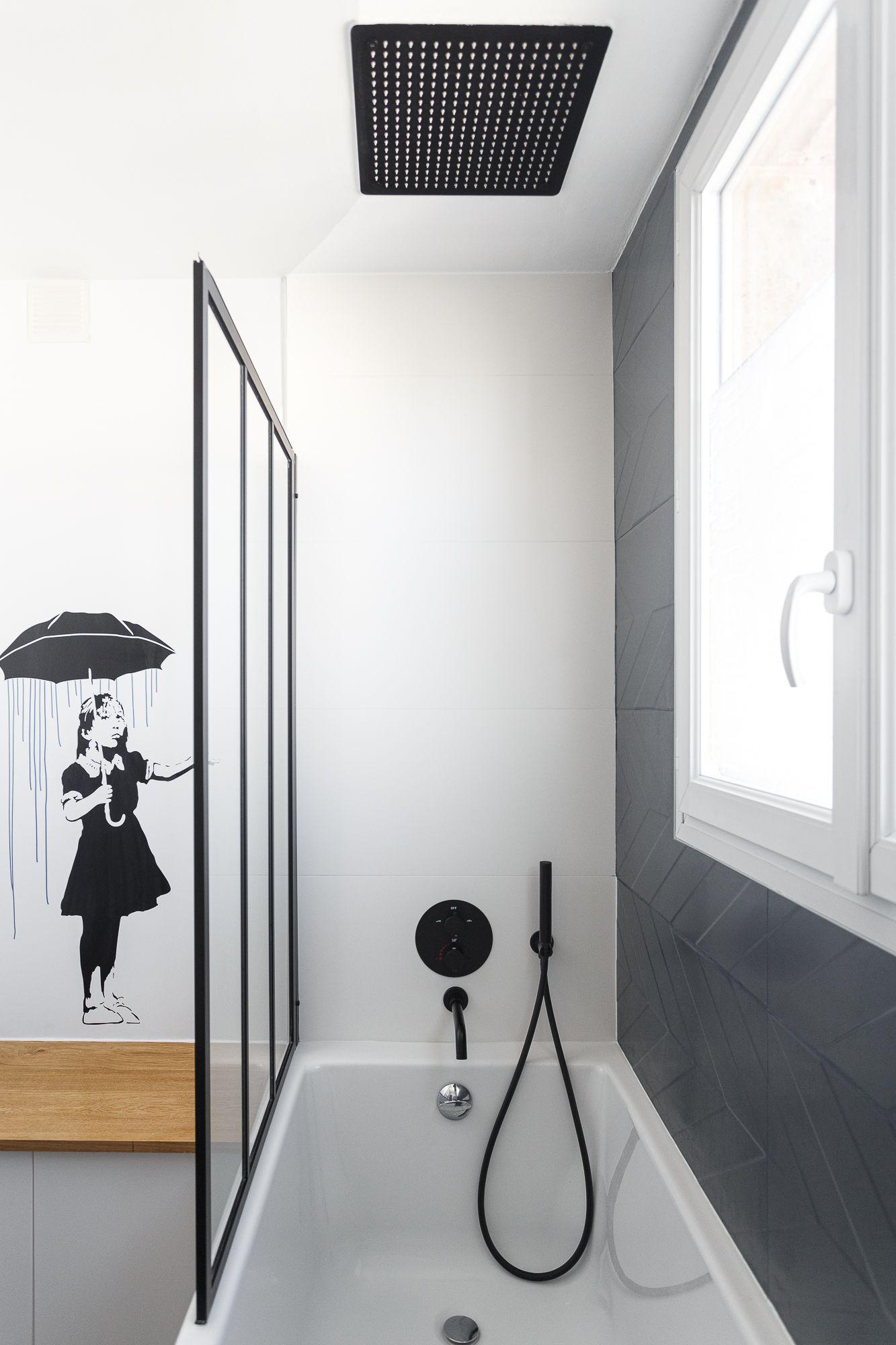 baignoire tendance carrelage noir