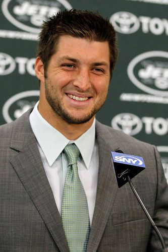 Tim Tebow S Love Life Takes Center Stage At The Country Music Awards Video Celebrity News Gossip Latest Celebrity News Tim Tebow