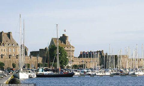 Port entrance, Saint Malo, Bretagne.