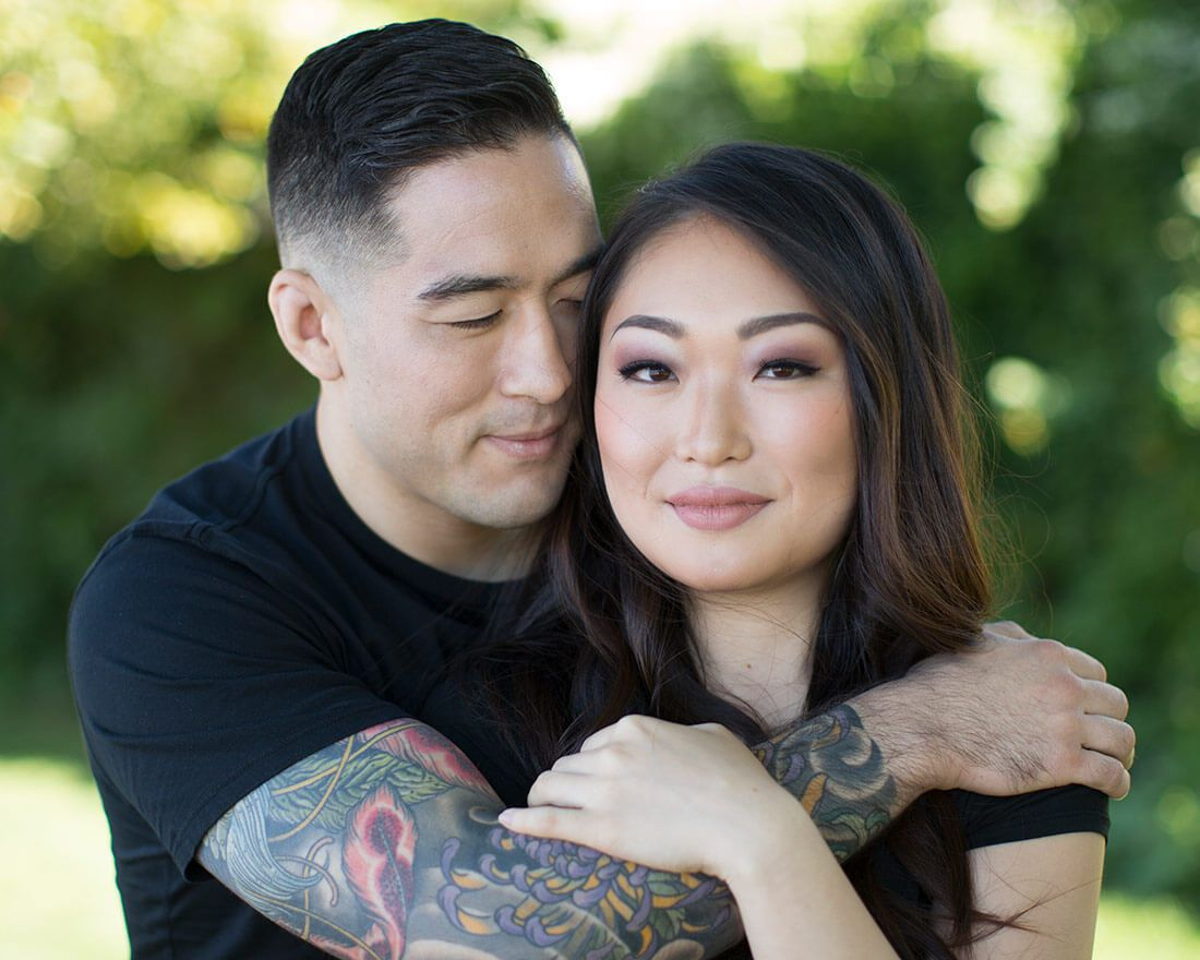 In this video Lindsay shares her top 5 favorite tips for posing couples and endless variations so you never feel uninspired.