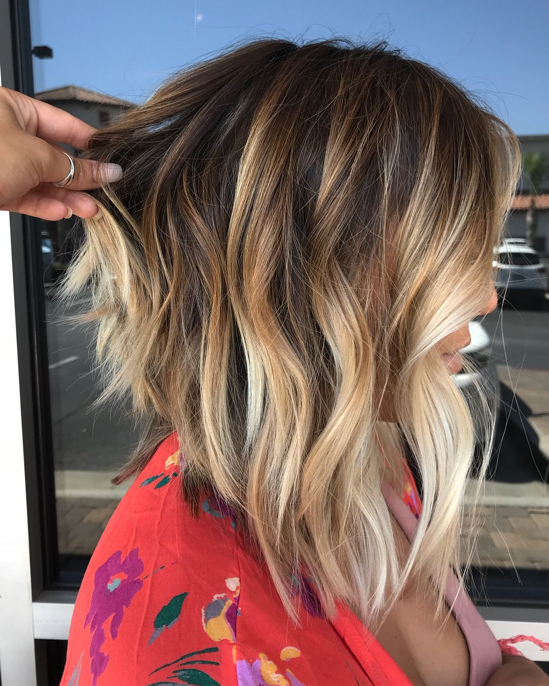 60 Most Magnetizing Hairstyles For Thick Wavy Hair Inverted Razored Lob With Bronde Balayage Lange Bob Frisuren Bob Frisur Frisur Ideen