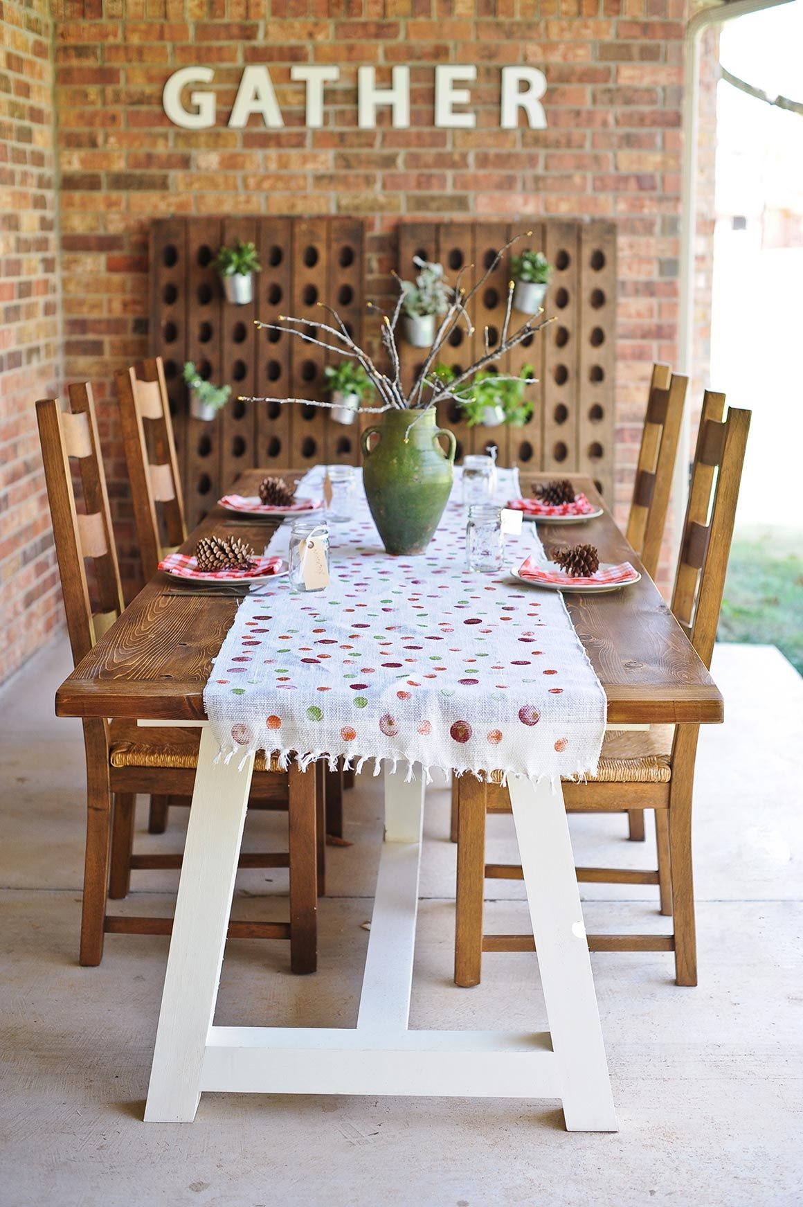 DIY Projects / Kid-Friendly Thanksgiving Tablescape | The Little Umbrella