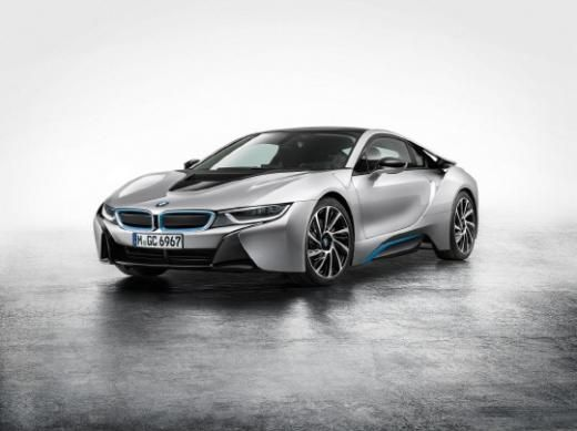 The BMW i8, a plug-in hybrid sports car, will make its official debut in South Korea early next year, which will be the first plug-in hybrid model running on the Korean roads.