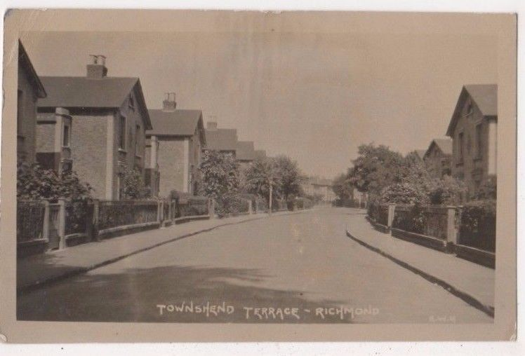 Townshend Terrace Richmond, Surrey 1926 RP Postcard, B658