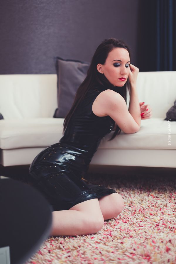 party style mit schwarzem kleid von atsuko kudo video sexy girls pinterest kleider. Black Bedroom Furniture Sets. Home Design Ideas