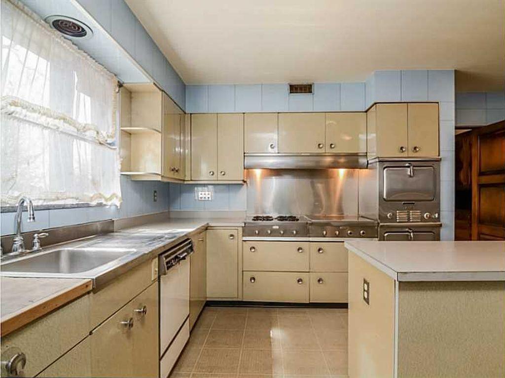 Mid-century kitchen, Rhode Island. Looks a lot like Louis ...