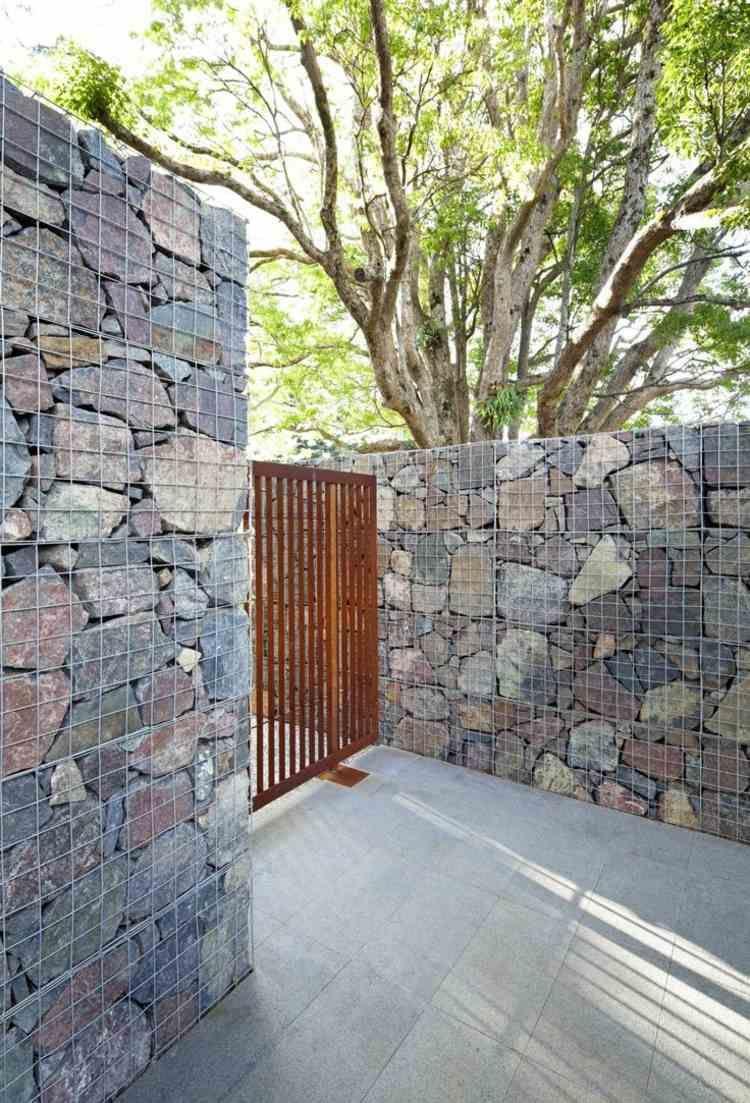 eine idee für den gabionenzaun mit großen steinen und einem, Garten dekoo