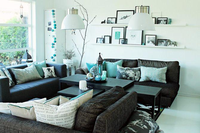 obývák ve skandinávském stylu s tyrkysovými doplňky