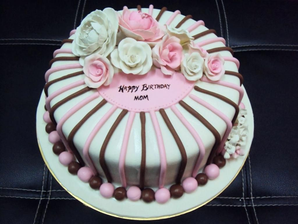 Birthday Cake Fondant Design For Mom Image