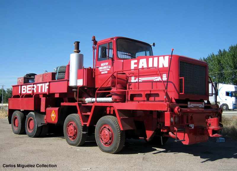 FAUN 8X8 tractor of Transportes Ibertif, a Spanish specialized company in ultra-heavy hauling. Those photos are taken in Benavente, a little town in the Zamora province, northwest of Spain, during the autumn of 2006.