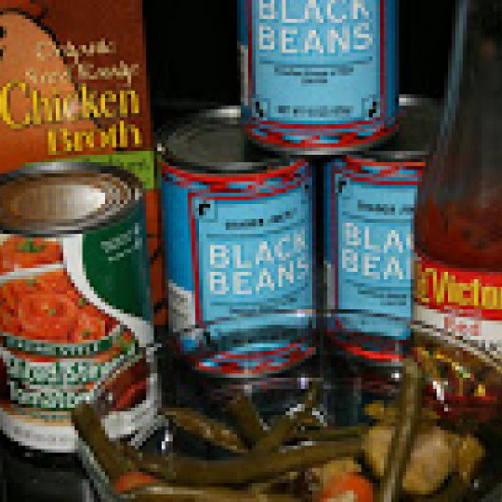 Crockpot Black Bean Soup Recipe - ngredients      3 cans black beans     1 can stewed tomatoes (Itallian)     2 cups broth (vegetable or chicken)     ? Tasty tip     2 tbsps taco sauce (great use for those taco bell packets!)     1 12 cups vegetables (chopped)