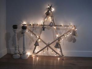 Attraktiv Tolle Idee Und Ganz Einfach Zum Selbermachen. Weihnachtsdeko Mit Einem  Weihnachtsstern Und Einer Lichterkette