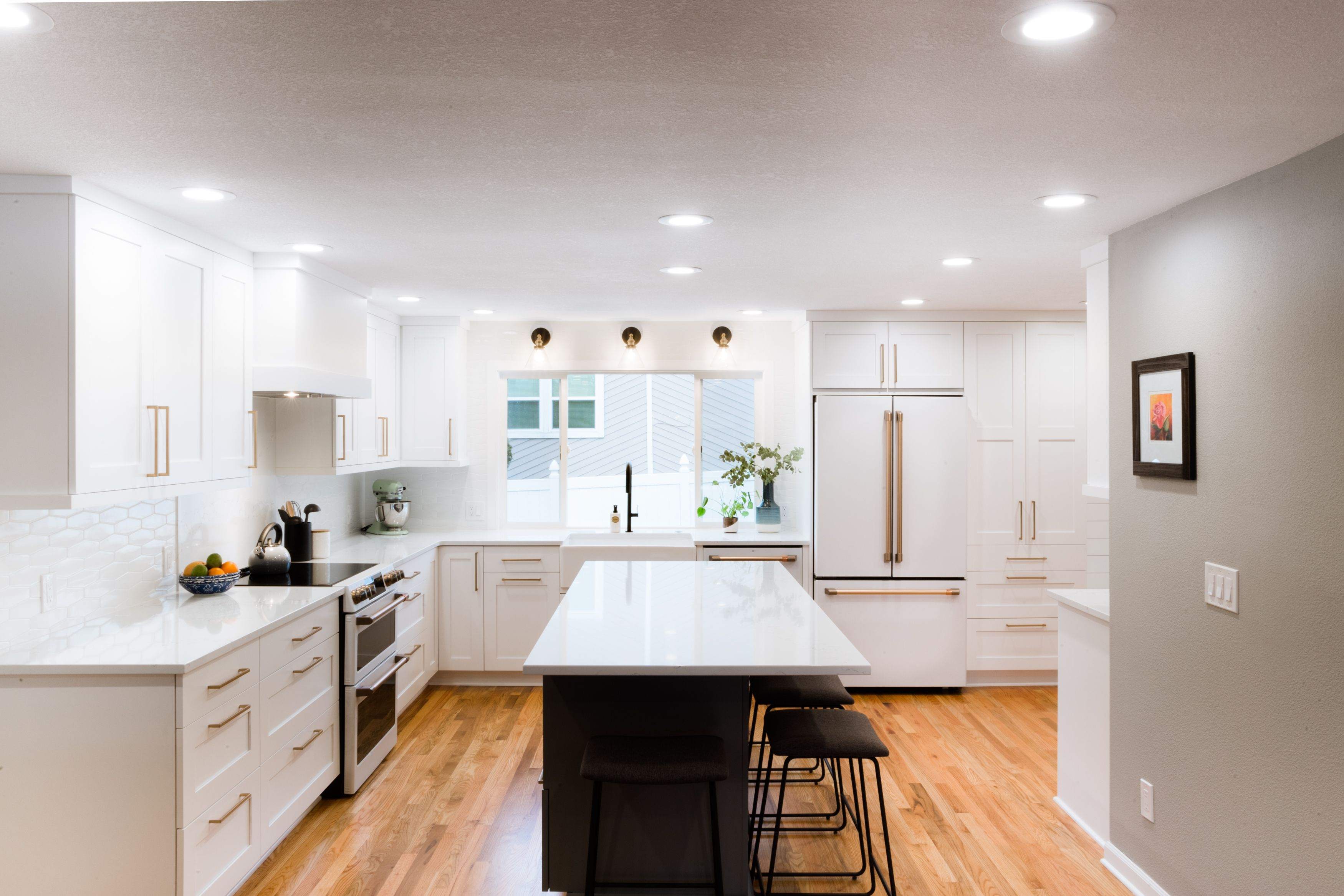 A Kitchen Remodel In Beaverton Oregon Love The White Marble And