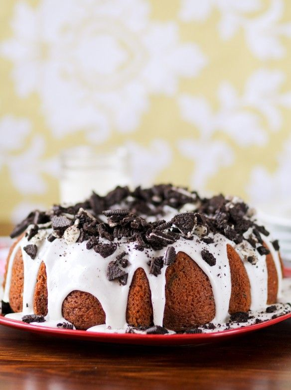 Cookies and Cream Bundt Cake Post Image #cookiesandcreamfrosting
