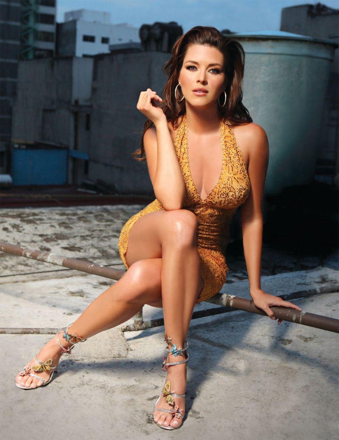 Alicia machado hot legs — photo 2