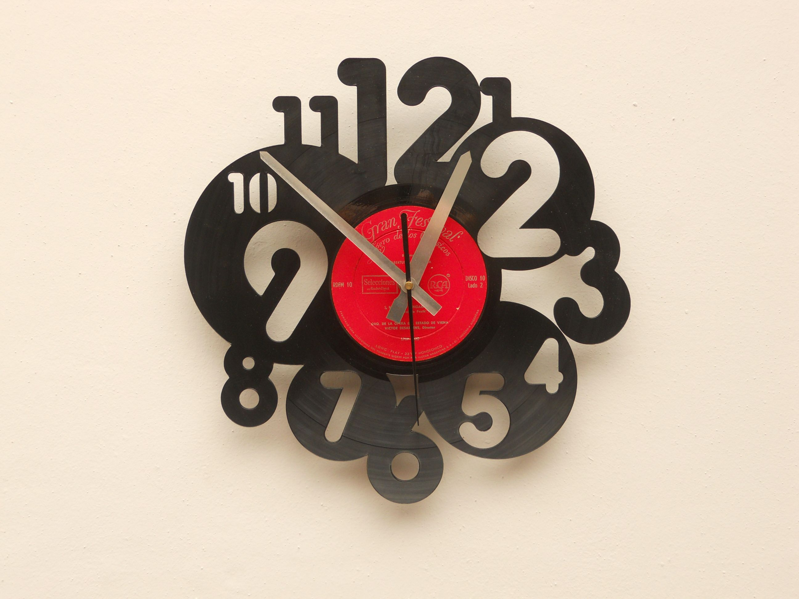 Reloj de pared calado en disco de vinilo laser cutting - Relojes de pared ...