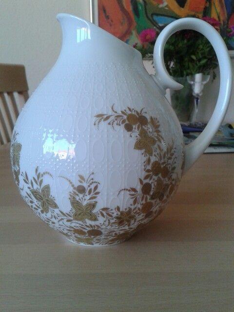 Porcelæn fra rosenthal, designet af bjørn winblad i romanzeserien kunne se sådan ud:-)