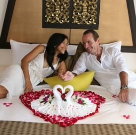 How To Decorate The Wedding Night Room Of A Newlywed Couple Future