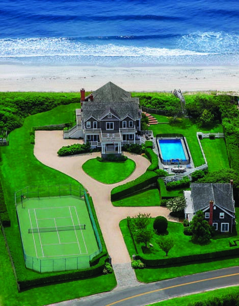 An Oceanfront Home At 466 Gin Lane In Southampton Courtesy Prudential Douglas Elliman The Hamptons Waterfront Homes Dream House Exterior