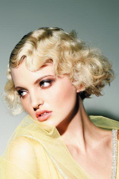 Blonder Lockenbob Mit Wasserwelle Top Frisuren Styling Tipps Neue Frisuren Wasserwellen Frisur Haarschnitt