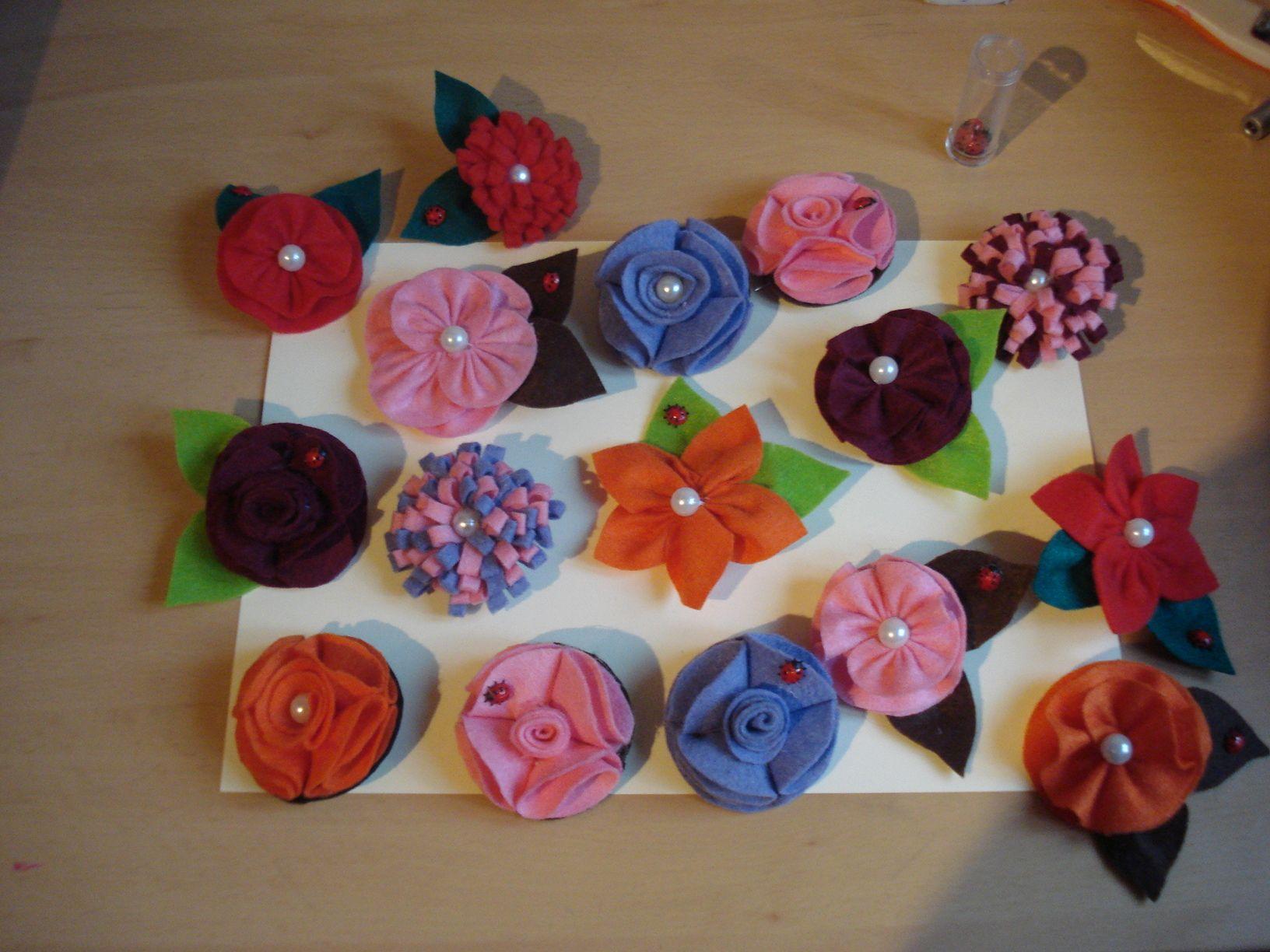 Flores de fieltro para el d a de las madres - Decoracion dia de la madre ...