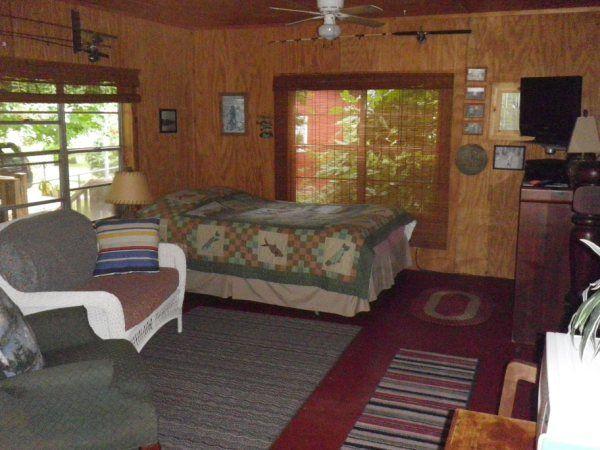 Sam Rayburn Reservoir Vacation Rental Home In Broaddus Tx 75929 Full Moon Lodge For Rent On Lake Sam Rayburn Cabin Renta Lake House Rentals House Rental Home