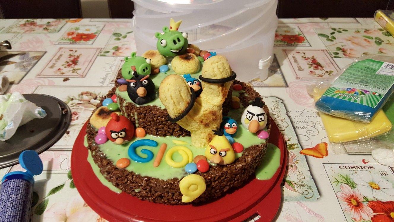 Torta angry birds , torta di mars e ganache al cioccolato bianco colorata  di verde.