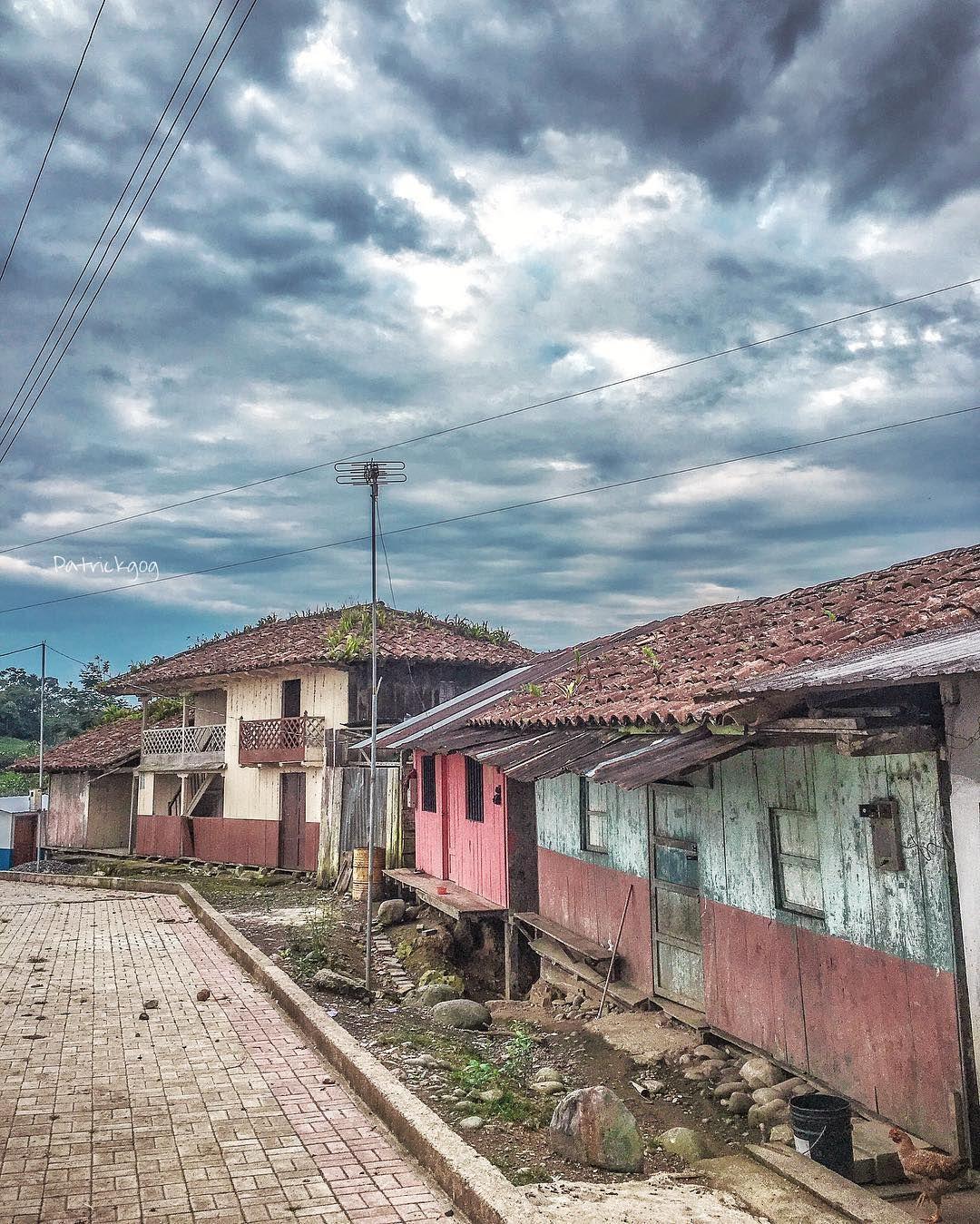 Caserío Zhidmad en #Mendez #MoronaSantiago #Ecuador #AllYouNeedIsEcuador #iPhone #street by patrickgog