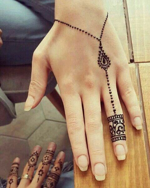 Cute Nails with Simplistic Henna Design - Bodypaint, Tattoo , Piercing and Feminist blog
