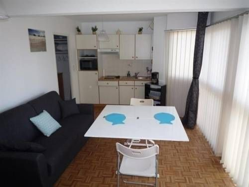 Apartment Rue St Pierre Les Sables-D'olonne Apartment Rue St Pierre offers accommodation in La Rudeli?re, 1.2 km from Les Sables-d?Olonne and 25 km from Saint-Gilles-Croix-de-Vie. The unit is 40 km from Saint-Jean-de-Monts.