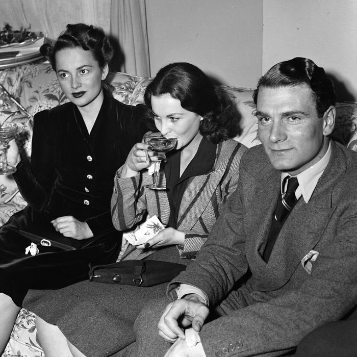 """Olivia de Havilland, Vivien Leigh, and Lawrence Olivier at a press party at Atlanta's Georgian Terrace Hotel during the premiere of """"Gone With the Wind"""" in 1939."""