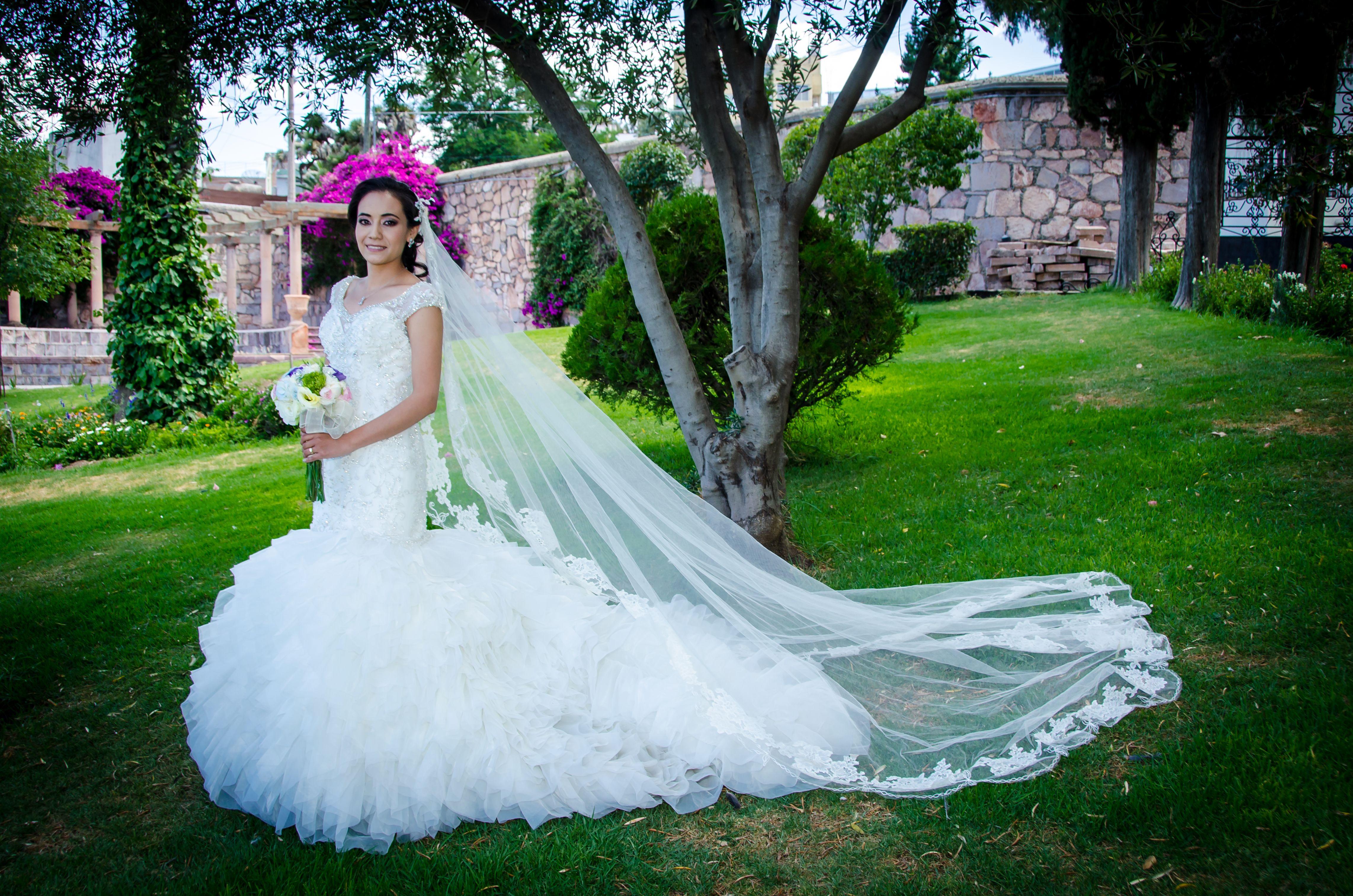 Repurpose wedding dress  Pin by Claudia Espinosa on Bodas Eventos y Mas  Pinterest