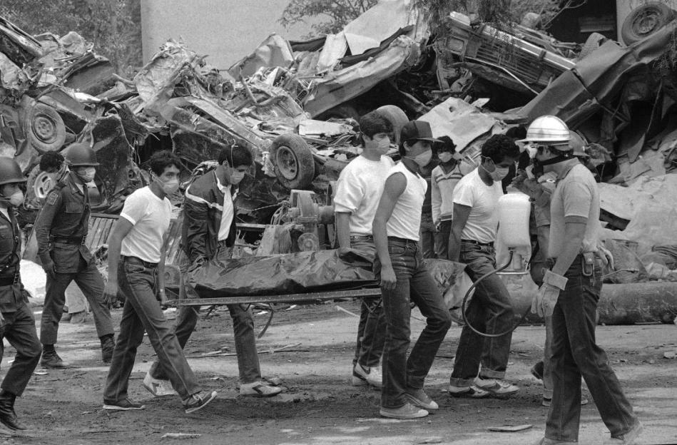 Imagenes Del Terremoto En Ciudad De Mexico En 1985 Ciudad De Mexico Viajes En Mexico Mexico