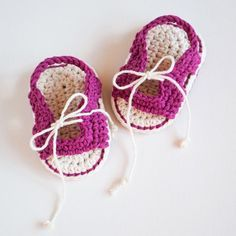 Crochet Baby Sandals #craftsy #etsy #ravelry #croby #crobypatterns #crochet #crochetpattern #pattern #babygift #baby #shoes #booties