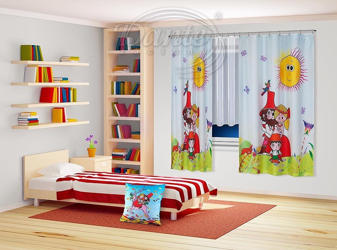 Závěs Rumcajs - Oblíbené postavičky z animovaného večerníčku O loupežníku Rumcajsovi na krásném světlém závěsu, kterým ozdobíte a zároveň zastíníte okno v dětském pokojíčku nebo v herně. Na závěsu je