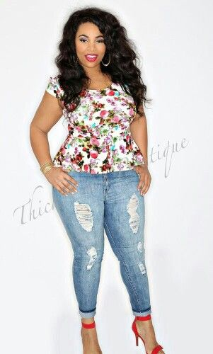 9fcb38839f2 Plus Size Skinny Jeans Casual Outfits For Women Over 40. Dont like flowers  but this is a cute outfit.