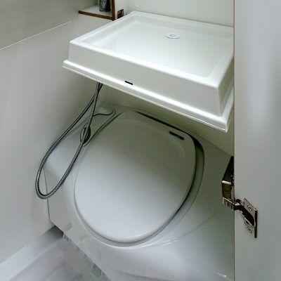 thetford banktoilette einem klappbaren waschbecken und einer dusche das warmwasser wird ber einen - Wohnwagen Dusche Warmwasser