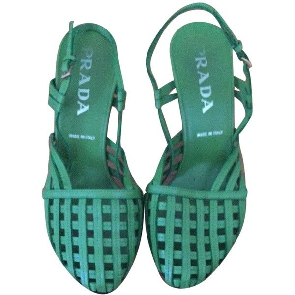 Pre-owned Prada Leather Sandal Green Pumps ($375) ❤ liked on Polyvore featuring shoes, pumps, green, green shoes, strap shoes, green pumps, strappy pumps and wooden heel shoes