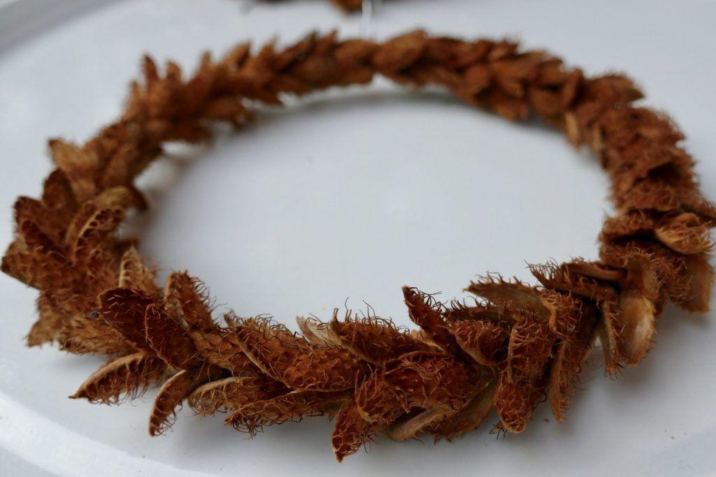 Bucheckernhülsen auf Drahtring - Karin Urban - NaturalSTyle #flowerfabric