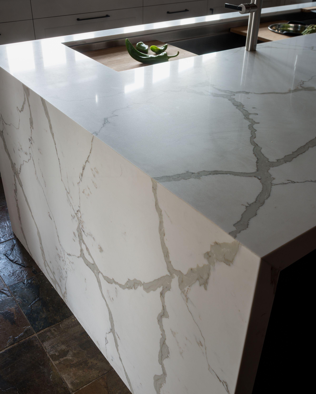 Best Calacatta Vagli Waterfall Island Loble House Marble Look 400 x 300