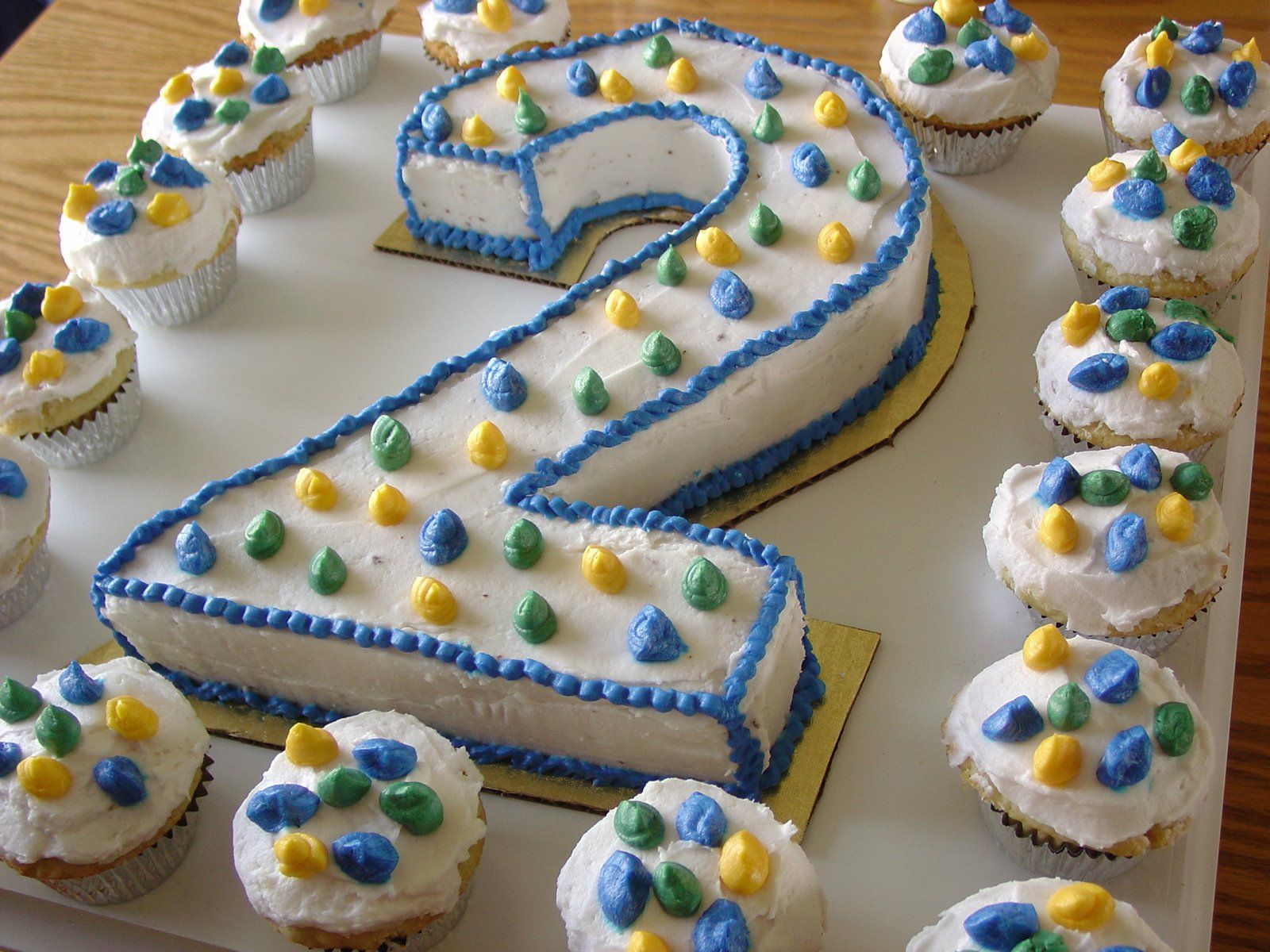 Birthday Cake Designs For 4 Year Old Boy : birthday cake for boys BIRTHDAY CAKE 2 year old ...