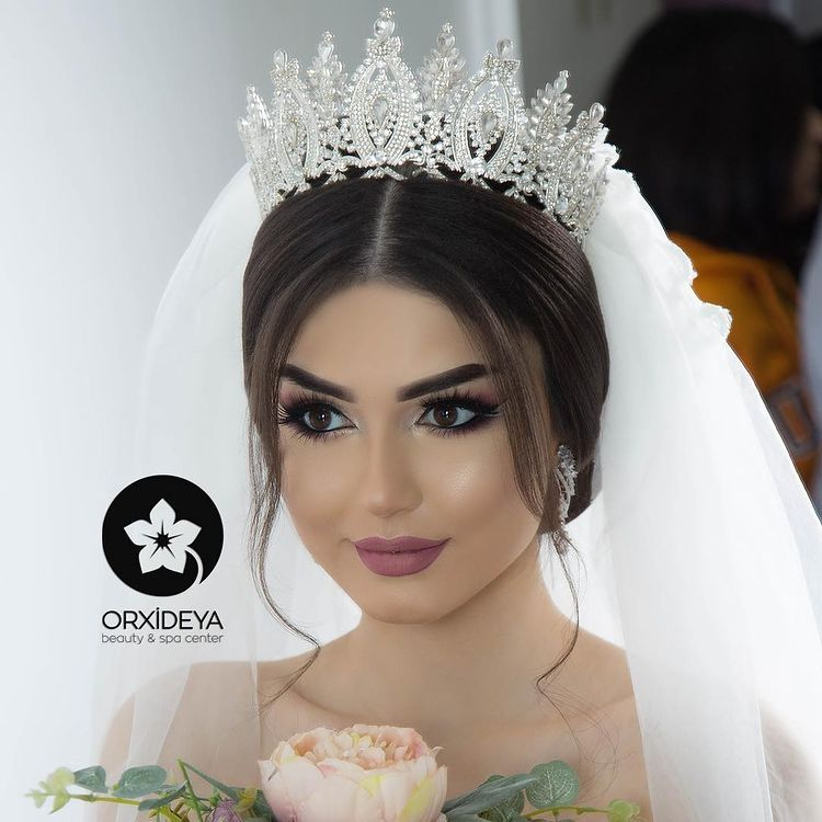 Sara Huseyn On Instagram Gunaydinlar Makeup By Me Hair By Gunay Jabrailova Orxideyabeauty Vip In 2021 Gold Bridal Hair Comb Bridal Hair And Makeup Bridal Makeup