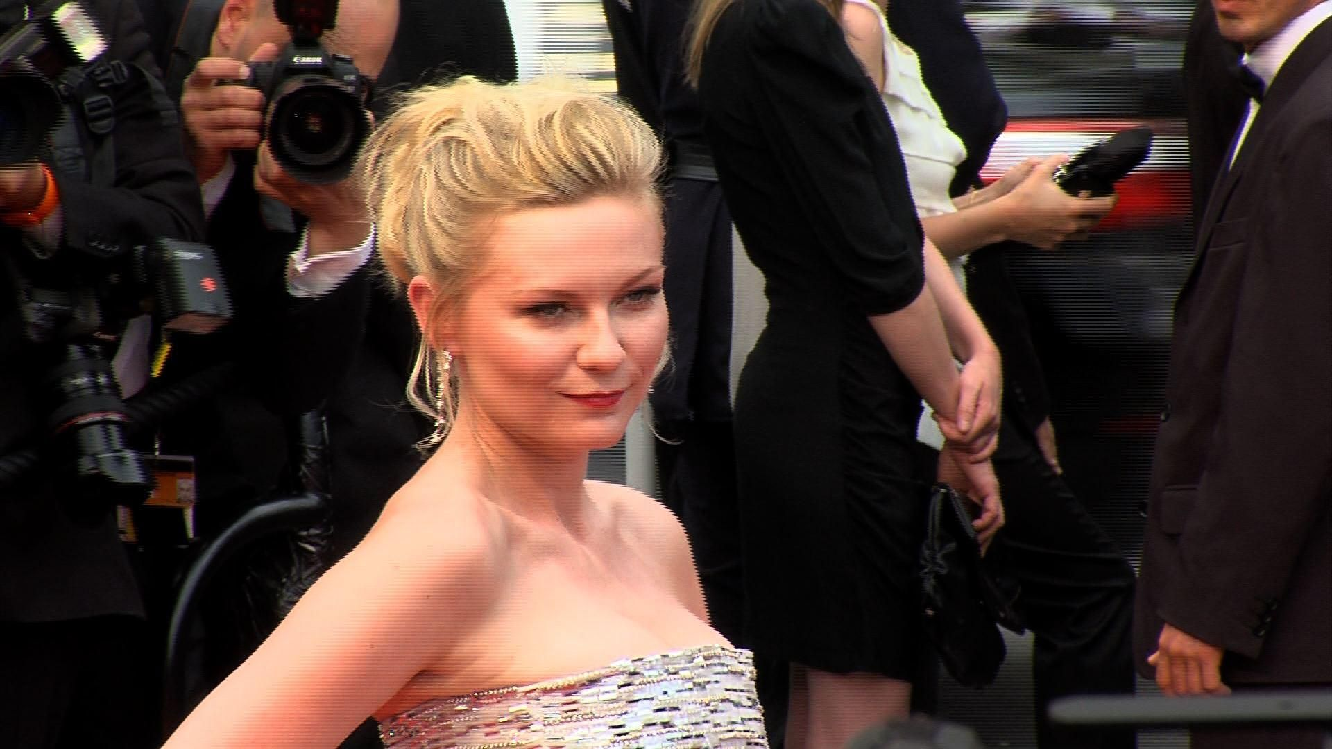 Kirsten Dunst casts Dakota Fanning for her directorial debut!  What do you think about Kirsten Dunst's big step? Give us your reaction!  #KirstenDunst #DakotaFanning #Film #Movies #Celebrities #CelebrityNews #Entertainment