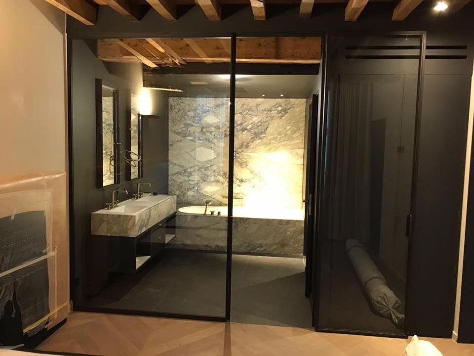 Badkamer Op Maat : Marmeren badkamer bij hotel dembele in antwerpen moderne badkamer