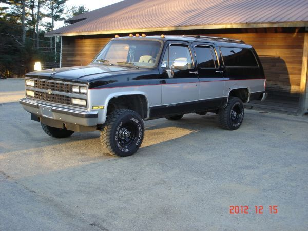 Here S My 1990 Chevy Suburban V8 4x4 Works Locking Type Front Hubs Lifted 31 S In Great Shape All Over 1 Chevy Suburban Chevrolet Suburban Cool Trucks