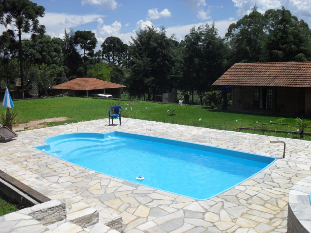 Piscina de fibra modelo piscinas pinterest piscina for Modelos de piscinas cuadradas