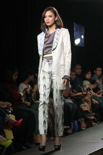 Inspirasi Kebaya Pengantin Simpel Modern dari 6 Desainer Indonesia
