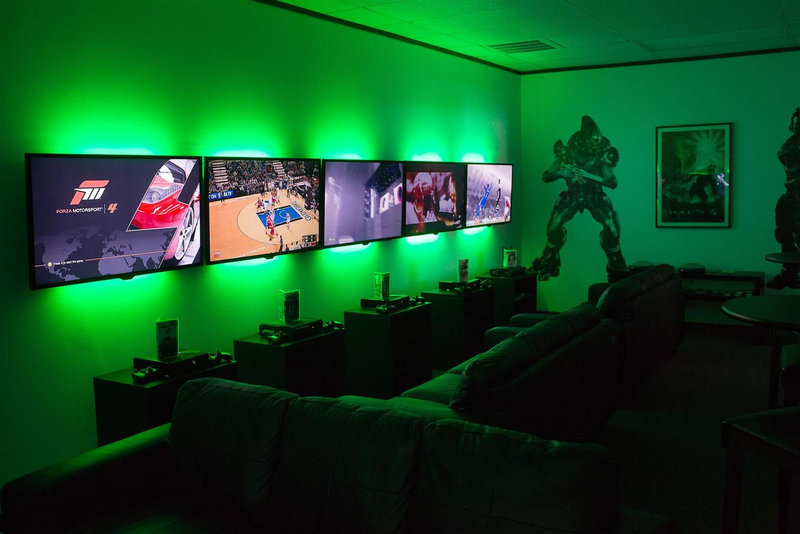 Xbox 360 lan party room oh man dream on right aidens for Room decorating games
