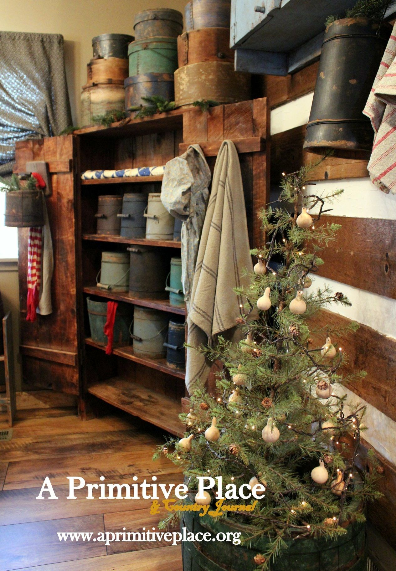 Pin By Jennifer Cooper On Christmas Primitive Decorating Country Country Decor Primitive Decorating